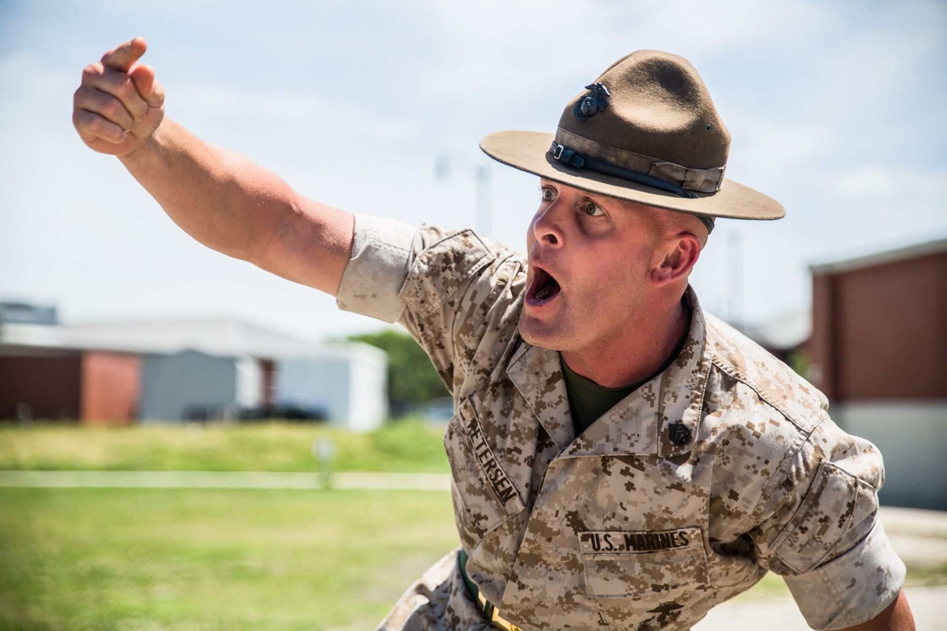 marine corps drill instructor issuing orders