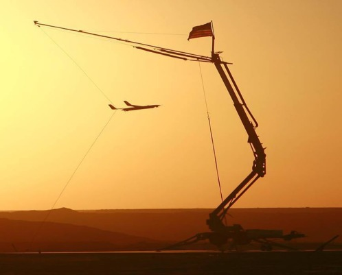AIR_UAV_ScanEagle_Into_Skyhook_lg.jpg